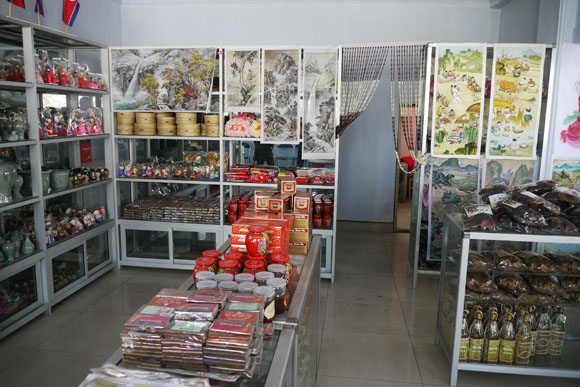 North Korean Souvenirs Unwelcome in Japan, Travelers Must Throw Everything Away