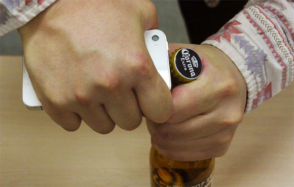 How to Open a Beer With Your iPhone