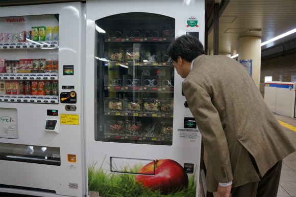 The Perfect Vending Machine – for when you gotta have those fresh cut apples