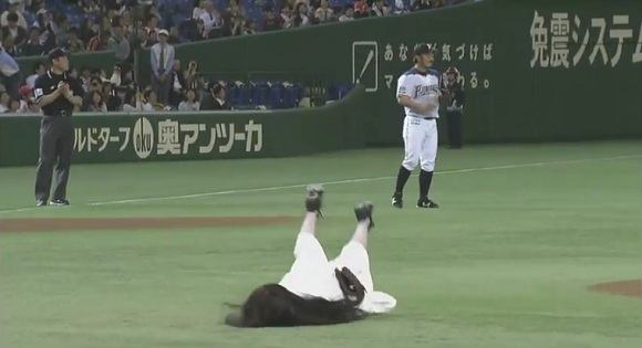 Horror meets baseball – Sadako delights fans with guest appearance at Tokyo Dome Stadium