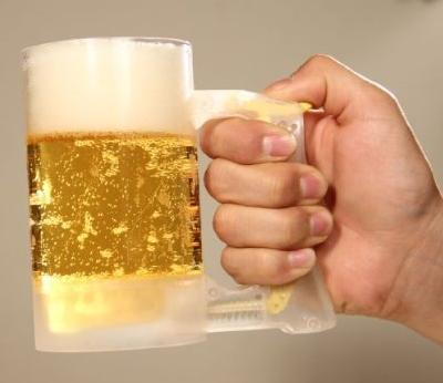 Japanese Foam Jockey Gives Drinkers Beer Heads That Cause Westerners to Froth at the Mouth