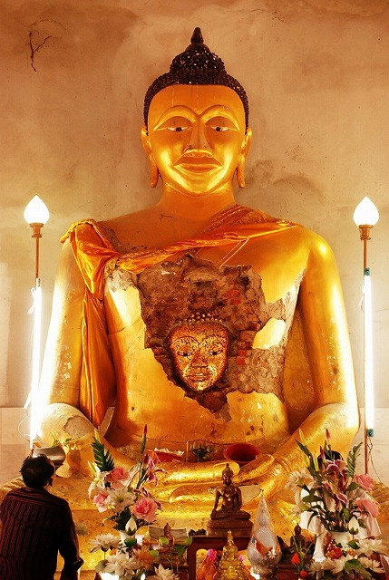 Golden Buddha Statue Discovered Inside Normal Buddha Statue in Northern Thailand