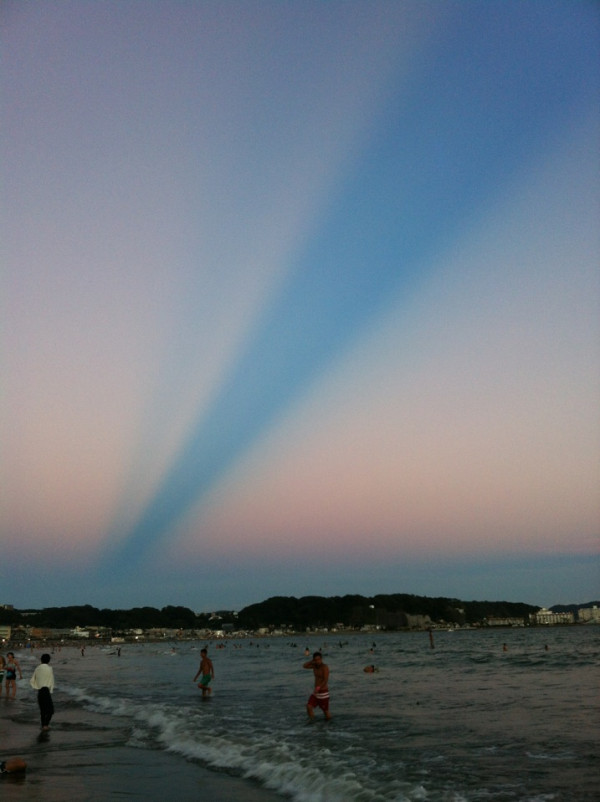 More Weirdness Spotted Over Japan, Pretty Blue Strip Stretches Across the Sky