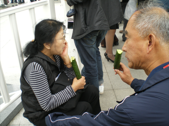 Bottles? We Don't Need No Stinking Bottles! In China Everyone Carries Cucumbers to Beat the Heat