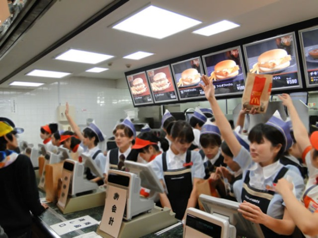 Fast Food Customer Service in Japan Vs. Fast Food Customers in America: Two Videos Spark Discussion on Japanese Net