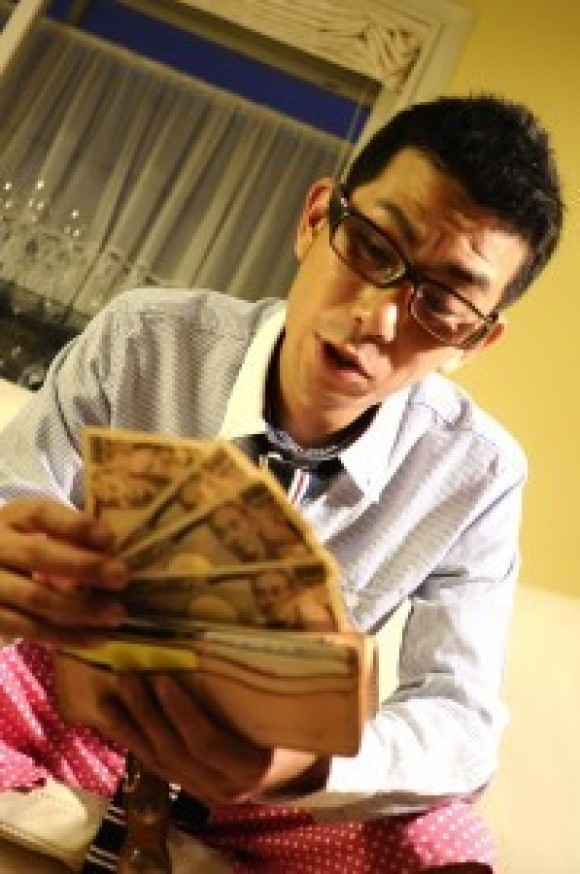 What's Behind Some Japanese Men Not Being Able to Save Money? Could it be Their Lifestyle?