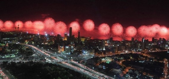 【Video】Kuwait Celebrates 50th Anniversary of Constitution With Record-Breaking Fireworks Display