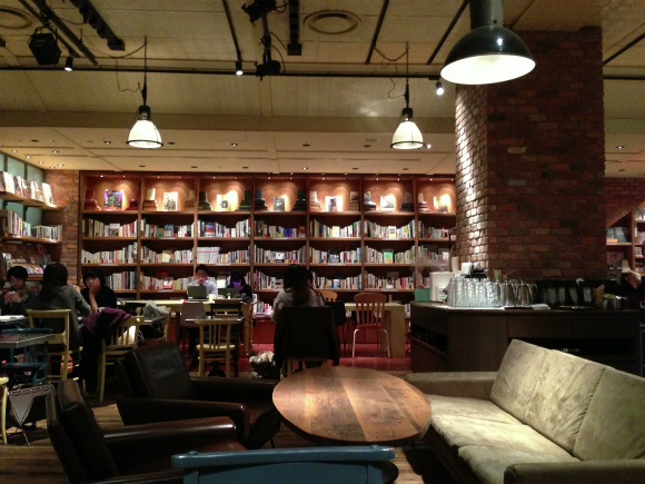 """Attention, Hipster Bibliophiles: Brooklyn Parlor Is Tokyo's Newest """"It"""" Cafe"""