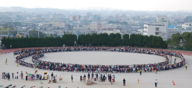 "Japan Sets Guinness Record for Longest ""Human Chair"""