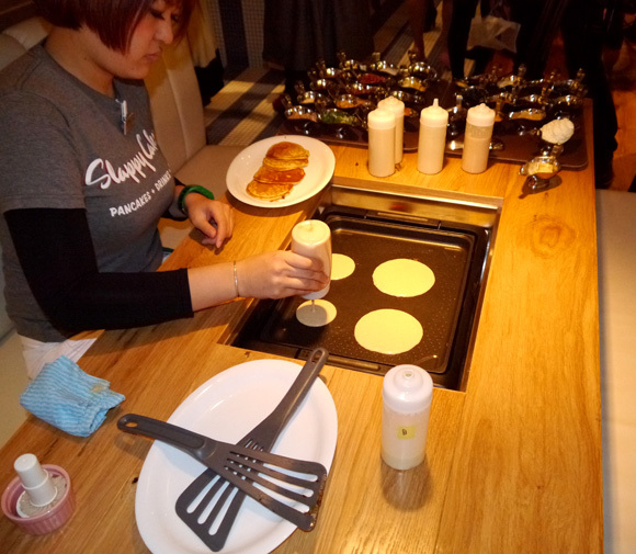 """American Make-Your-Own-Pancake Restaurant """"Slappy Cakes"""" Imports Deliciousness to Japan *UPDATED*"""