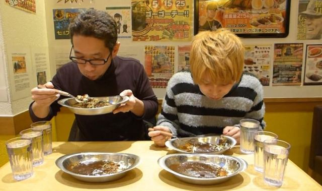 "Mr. Sato Schools Fellow Reporter at ""Go! Go! Curry"" Speed Eating Contest"