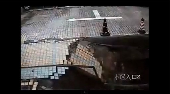 Chinese Man Dies as Pavement Disappears Beneath His Feet 【Video】