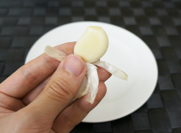 This tip is a huge time saver when you have to prepare a lot of garlic.