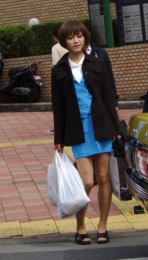 Seven Things Our Male Reporter Realized After Wearing a Miniskirt2