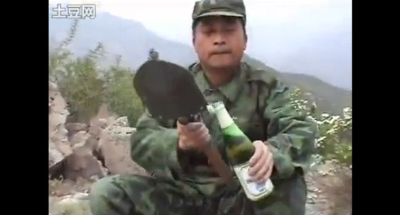 """One Tool, A Million Uses: Chinese Army's Fantastic """"All-Purpose Shovel"""" 【Video】"""
