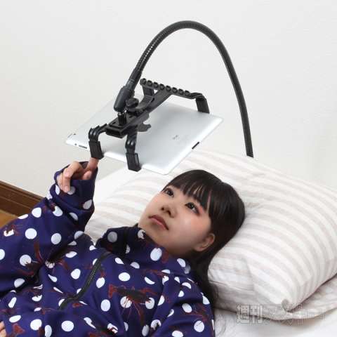 Overhead Tablet Stand Makes it Easy to Use Your iPad While Lounging in Bed