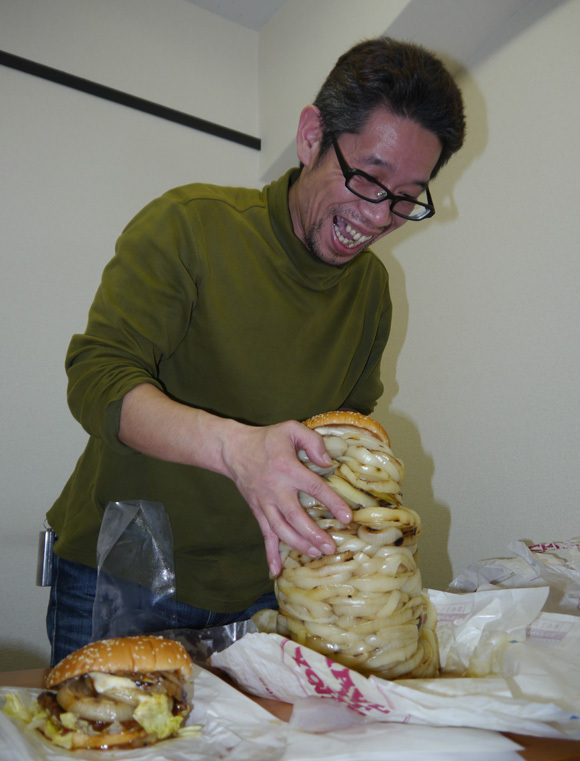 The Onion Tower is Here! Mr. Sato Takes on 100 Slices of Grilled Onion in one Monster Burger