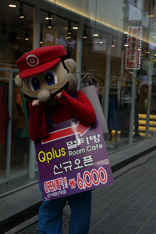 Curious Super Mario Character Spotted on the Streets of Korea