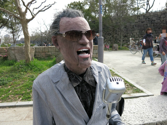 This Robot's Got Soul! We Discover an Animatronic Ray Charles Sittin' on a Bench in Osaka