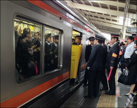 A Rare Sight in Japan: Commuter Train Operates while Carriage Doors Remain Open