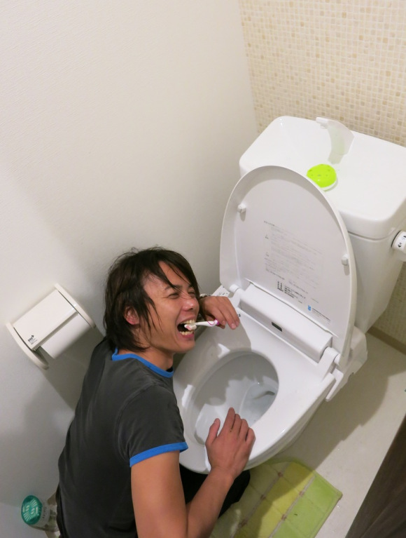 Eight Ways You Really, Really Shouldn't Use a Japanese Toilet