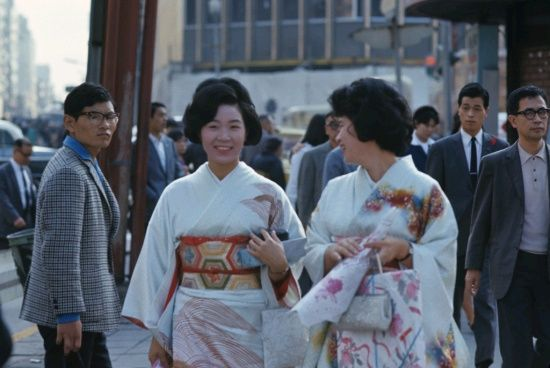 Vintage Travel Snaps from 1960s Korea and Japan Evoke Strong Emotions