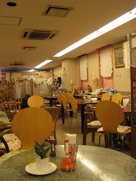 450px-Maid_cafe_4