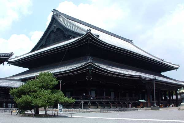 400-year-old Kyoto temple shows its 21st century attitude by going digital