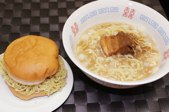 We Use Lotteria's Ramen Burger to Make a Bowl of Ramen Noodles, Restore the Natural Balance of the Universe