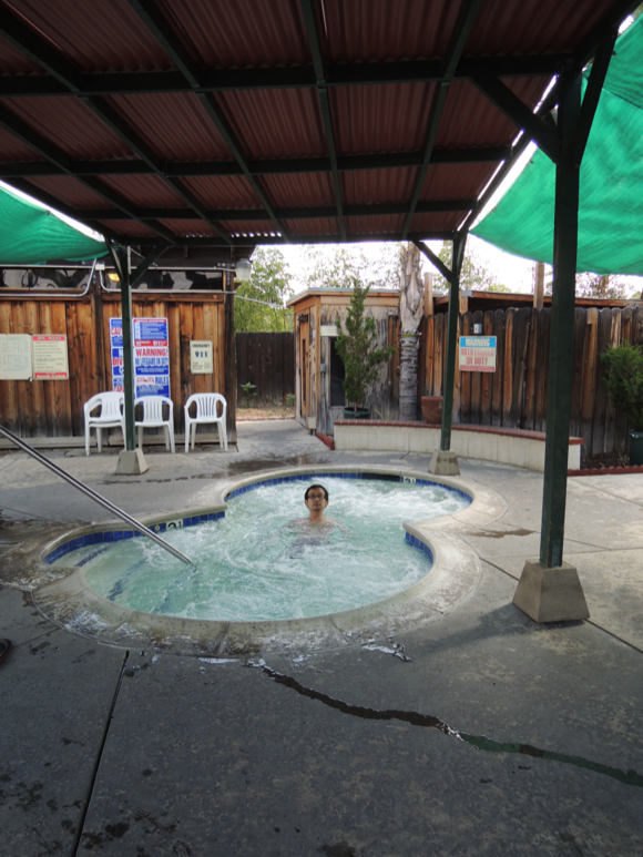 America has hot springs too! Our Japanese reporter puts one to the test