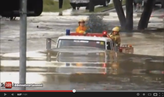 【Video】Fire engine drives/swims through deep flood waters
