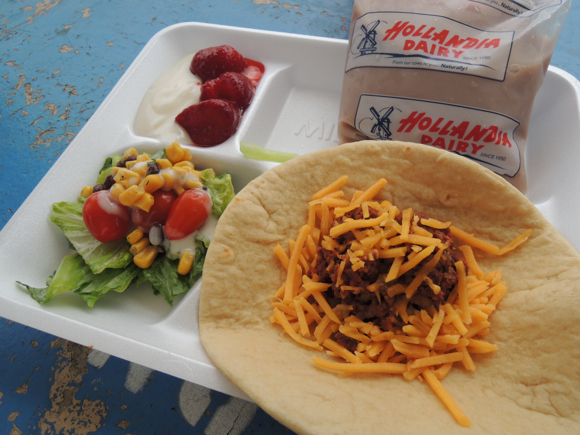 Our Japanese Reporter's Experience Eating American School Lunch14