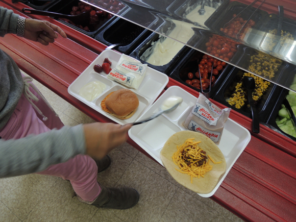 Our Japanese Reporter's Experience Eating American School Lunch5