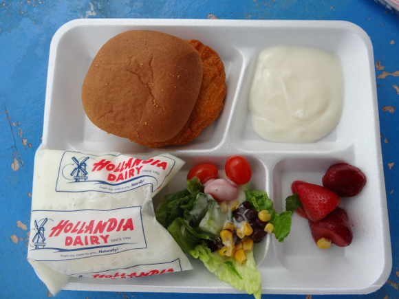 Our Japanese Reporter's Experience Eating American School Lunch9