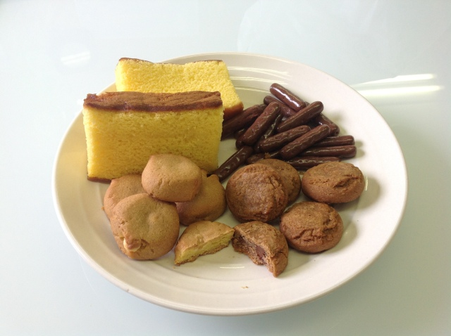 RocketNews24 taste test: Country Ma'am Honey Castella and Black Honey Karinto cookies