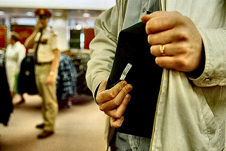 Shoplifting becomes an increasingly difficult problem for Japanese officers