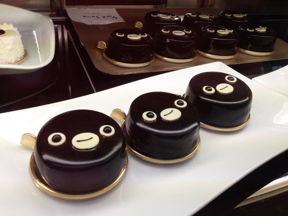 Suica Penguin now a cake — See his face transform as you eat!