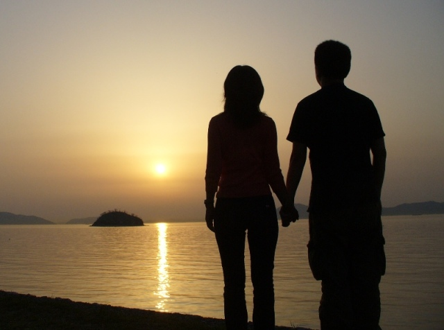 Surprising survey suggests that Japanese men are clingier than their girlfriends