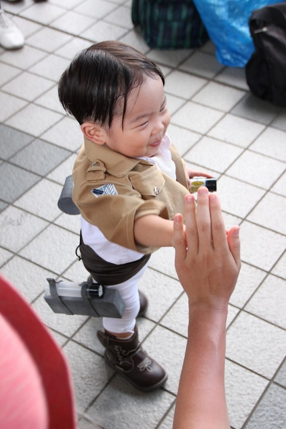 """Tiny, adorable cosplay of Attack on Titan's Levi will leave you screaming """"Kawaiiiii!"""""""