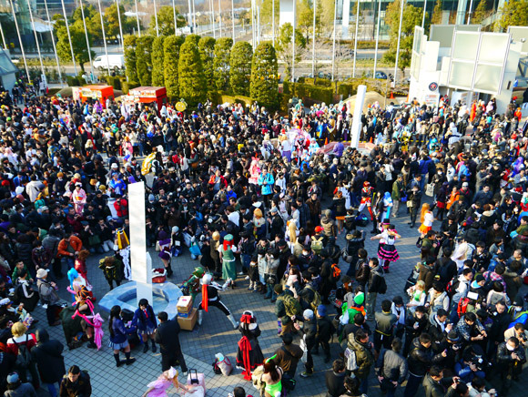 "Local man has choice words for Comiket attendees: ""For the love of god, take a bath!"""