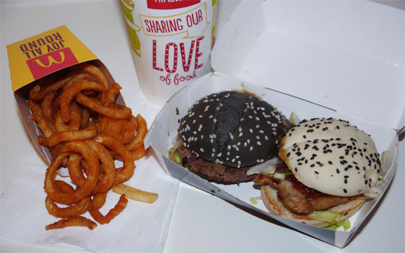 Our reporter tries black and white burgers from McDonald's Taiwan