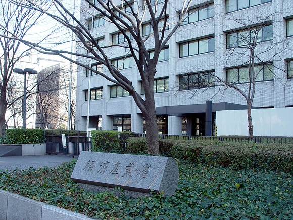 """Japanese netizens irate after bureaucrat blogs that """"The elderly should hurry up and die"""""""