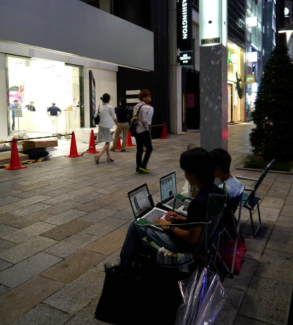 Japanese blogger discovers the real reason people camped out for the iPhone 5S launch