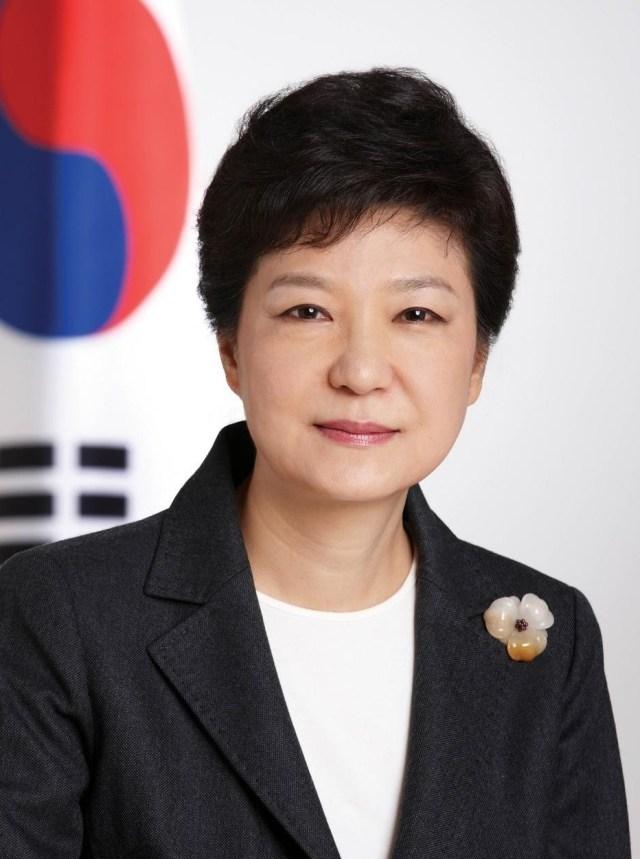 South Korean netizens fume over president's footwear faux pas