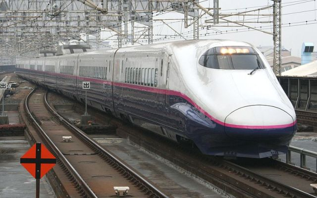 Shinkansen stopped and searched by police because of passenger who really had to pee