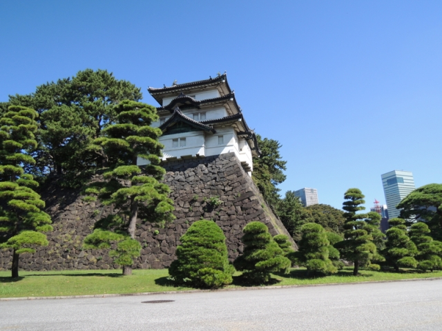 We visit a hidden store on the Imperial Palace grounds offering items you can't find anywhere else