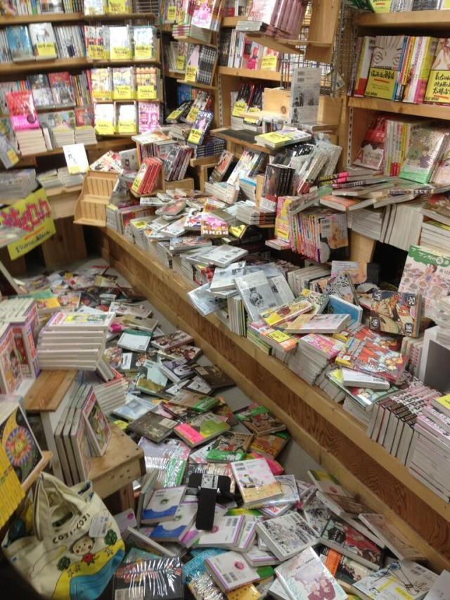 Earthquake strikes Kanto region, ruins novelty goods store's evening