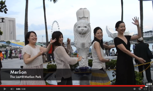 Japanese students get people dancing to AKB48 all over Singapore【Video】