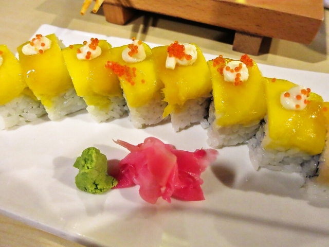 """We try """"Eel Mango Rolls"""" at a Japanese Restaurant in the Philippines"""