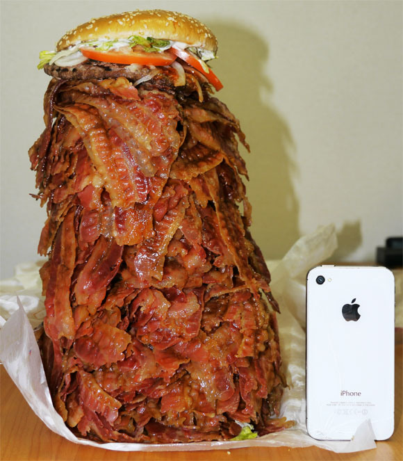 【Thursday Throwback】We order a Whopper with 1,050 bacon strips, Struggle to level comically huge burger